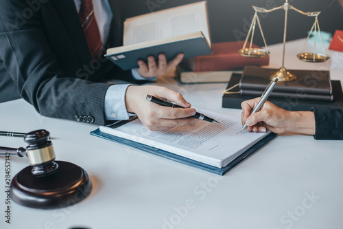 Cuadros en Lienzo Sign the agreement The Concept of Legal Procedure and Litigation.