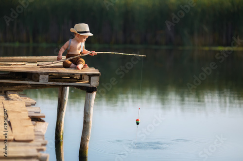 little boy fishing on the lake Tablou Canvas