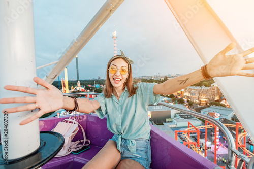 Spoed Foto op Canvas Amusementspark Happy and excited asian girl riding ferris wheel in amusement park