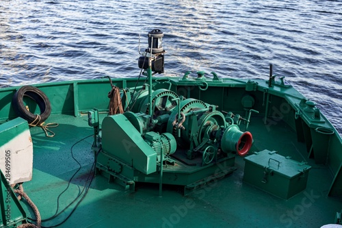 Fotografia Green small anchor winch on bunker barge. Bow of bunker barge