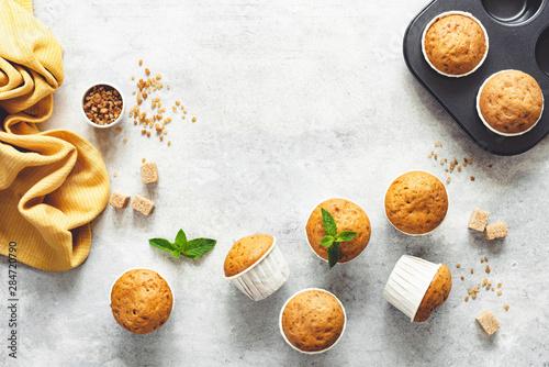 Carta da parati Vanilla Caramel Muffins In Paper Cups On Grey Concrete Background