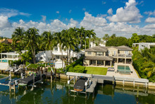 Luxury Miami Beach Waterfront House With Boat And Palm Trees