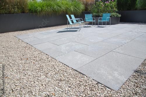 Stampa su Tela Moderne Garten- und Terrassengestaltung im Materialmix: Terrasse aus Steinplatte