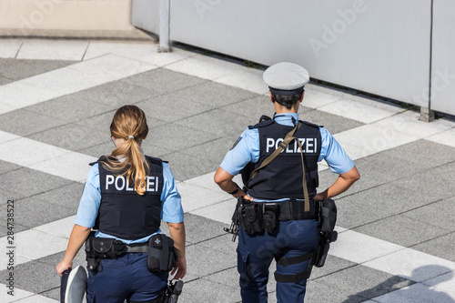 Photo two german female police officer