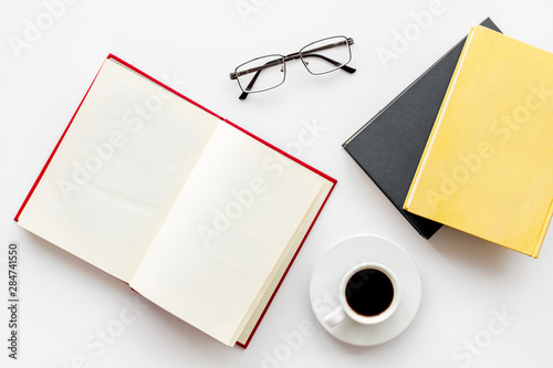 Photo Reading books in library with glasses and coffee on white background top view sp