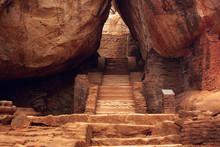 The Ancient Ruins Of Sigiriya ...