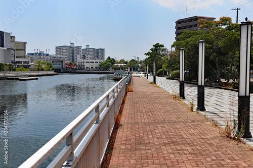 運河沿いの遊歩道