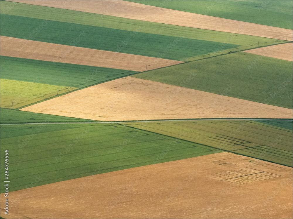 Fototapety, obrazy: vue aérienne de champs à Laons dans l'Eure-et-Loir en France