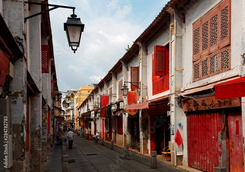 Foto auf AluDibond Dunkelbraun Perspective view of the Street of Happiness (Rua da Felicidade) flanked by traditional Chinese houses with conspicuous red doors and windows in Macau, China This is a bygone Red Light district