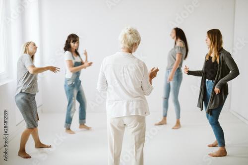 Stampa su Tela  Girls in the circle