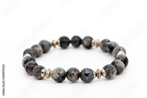 Fotografia Bracelet made of gray natural larvikite stone on a white background