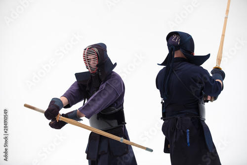 Photo  Kendo martial arts fighters in silhouette isolated on white bacground