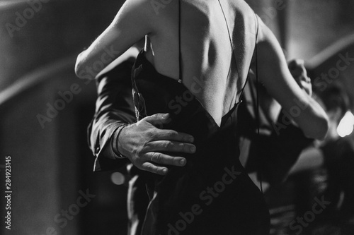 Photo A man and a woman dancing tango. Black and white image