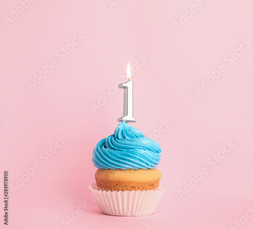 Obraz na plátně  Birthday cupcake with number one candle on pink background