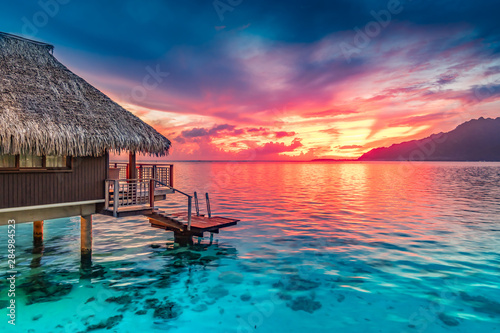 Fototapeta Stunning colorful sunset sky with clouds on the horizon of the South Pacific Ocean. Lagoon landscape in Moorea. Luxury travel. obraz