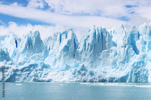 Fotografia Beautiful shot of icebergs in glacier Perito Moreno, in Patagonia, Argentina