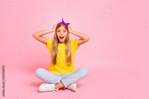Portrait of her she nice attractive lovely shine cute cheerful cheery amazed pre Wallpaper Mural