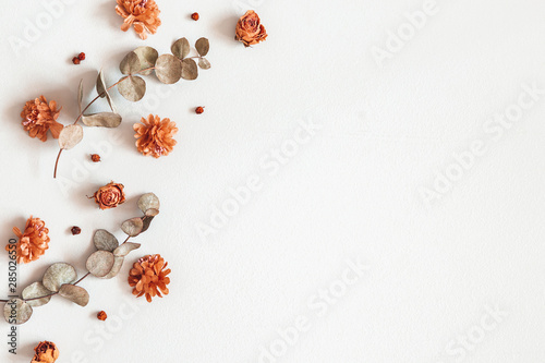 Printed kitchen splashbacks Floral Autumn composition. Frame made of dried flowers, eucalyptus leaves, berries on gray background. Autumn, fall, thanksgiving day concept. Flat lay, top view, copy space