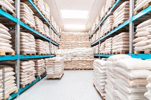 Fényképezés  fully stored warehouse