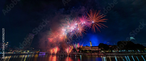 Canvas Print Fireworks at the riverside - Singapore National day