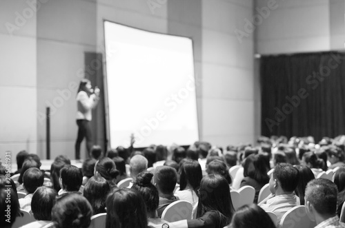 Seminar presenter at corporate conference giving speech. Woman speaker giving lecture to forum audience. Female executive manager leading discussion during technology company training event. - 285081931