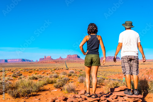 Photo A couple looking at the point where the famous Forrest Gum movie was recorded in