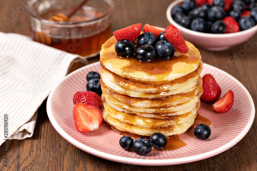 Photo  Pancakes with fresh berry