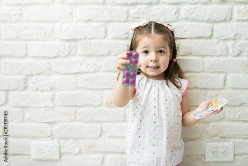 Fotomural  Female Toddler Holding Medicines At Home