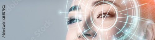 Fotomural  Woman with electronic information analysing inside eye