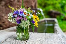 Strauß Aus Wiesenblumen Und K...