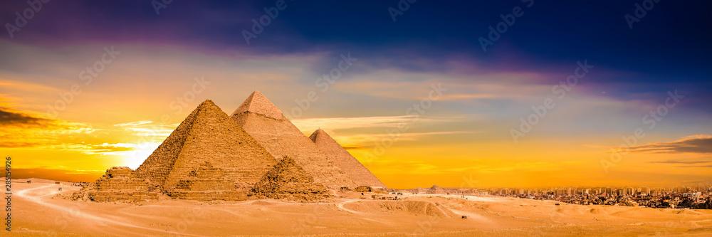 Fototapety, obrazy: Panorama der großen Pyramiden von Gizeh bei Sonnenuntergang