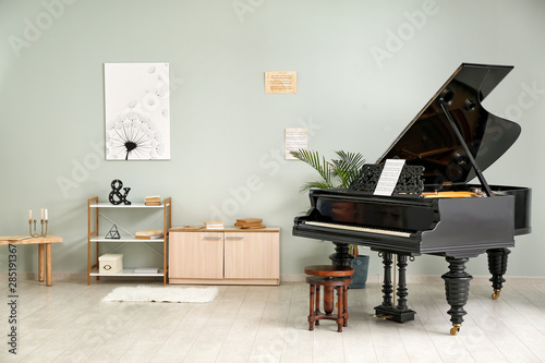 Fotomural  Interior of room with stylish grand piano