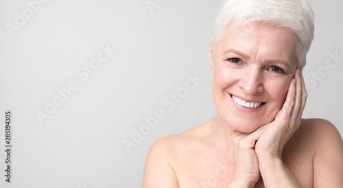 Fotografía  Portrait of charming senior woman touching her skin