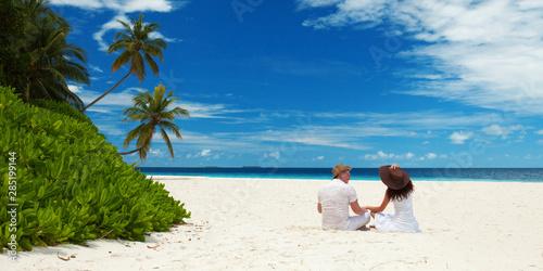 Happy honeymoon vacation at summer Obraz na płótnie