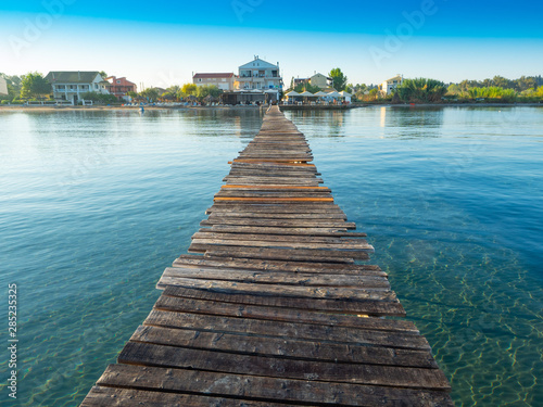 Foto  A jetty on the beaches of Lefkimmi in Greece