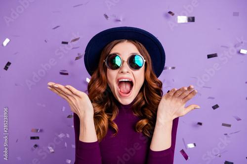 Obraz Close up photo of lovely vintage student shouting isolated over purple background - fototapety do salonu
