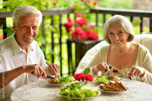Deurstickers Kruidenierswinkel Portrait of happy senior couple having diner