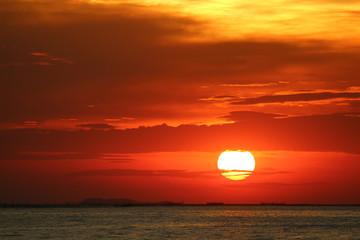 Fototapetasunset on red yellow sky back soft evening cloud over horizon sea