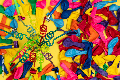 Deurstickers Paradijsvogel Spiral straws on mason jar and other party essentials