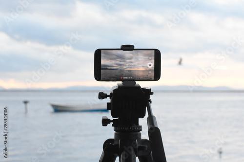 Photo digital android telephone camera on tripod