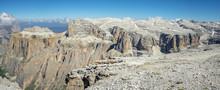Vue Panoramique Sur Une Chaîne De Massif Montagneux Depuis Un Promontoire