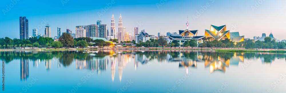 Fototapeta Kuala Lumpur skyline. Located in Taman Tasik Titiwangsa, Kuala Lumpur, Malaysia.
