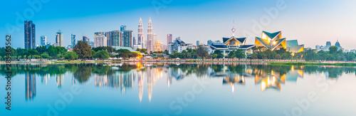 Foto op Aluminium Kuala Lumpur Kuala Lumpur skyline. Located in Taman Tasik Titiwangsa, Kuala Lumpur, Malaysia.