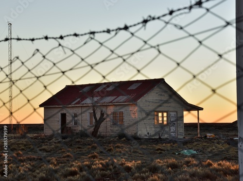 vista de antigua casa abandonada en la meseta patagonica al atardecer a traves d Canvas Print