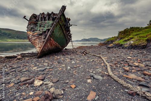 Foto auf Leinwand Insel Shipwreck on the island of Kerrera