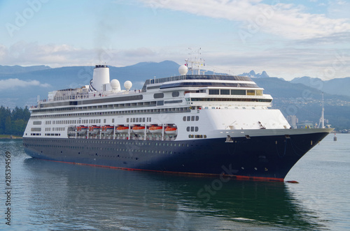 Kreuzfahrtschiff von Holland America Line geht auf Alaska-Kreuzfahrt von Vancouver, Kanada