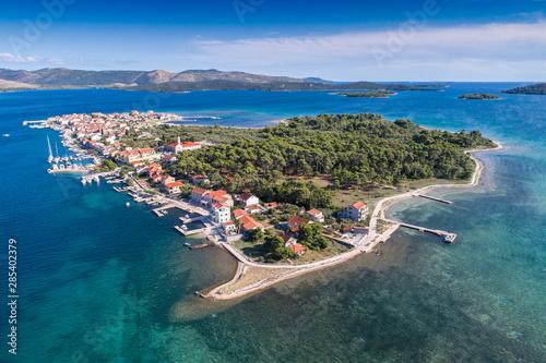 Montage in der Fensternische Südeuropa Krapanj island in Croatia
