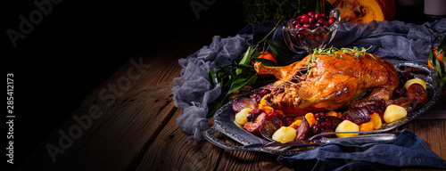 Fotomural  roast duck with potato dumplings and plums