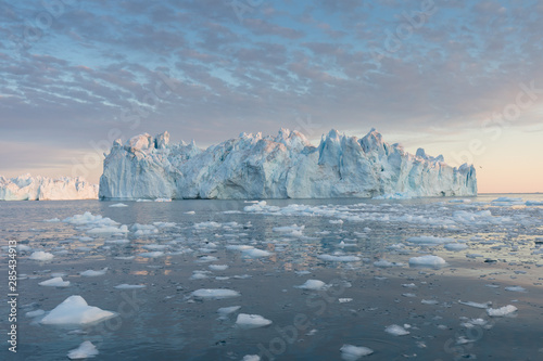Nature and landscapes of Greenland or Antarctica Canvas-taulu