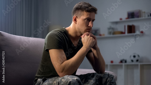 Obraz na plátně Upset soldier remembering terrifying war, suffering ptsd, psychological help